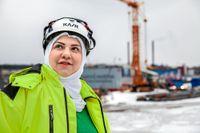 """Dina Ahmed kom till Sverige för fyra år sedan. Nu jobbar hon som byggnadsingenjör på företaget Aquavilla i Västervik: """"Jag får äntligen göra något som jag har utbildat mig till"""", säger hon till SvD."""