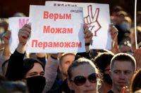 Demonstranter mot Belarus president Aleksandr Lukasjenko samlade i staden Borisov i juli 2020.