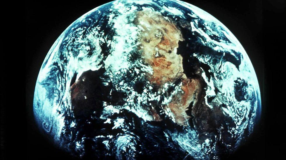 Jorden – sedd från satellit. Sanningen eller ett trick för att lura oss?