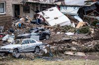 Minst 46 personer uppges ha omkommit efter de massiva skyfallen.