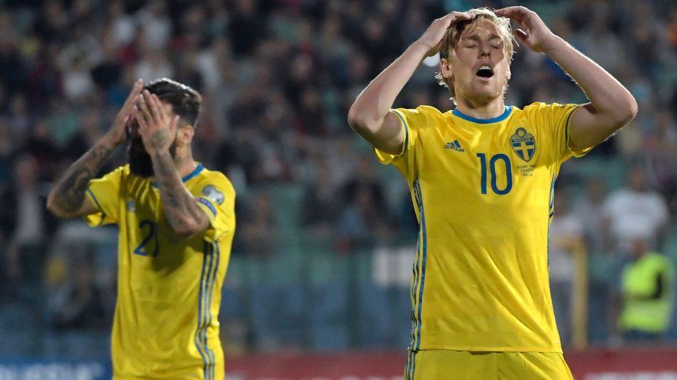 Emil Forsberg deppar under förlustmatchen mot Frankrike.