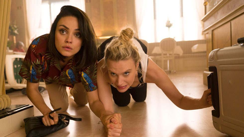 Mila Kunis och Kate McKinnon.