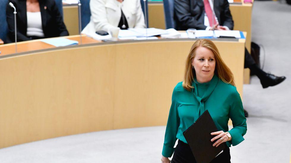 Centerpartiets Annie Lööf (C) under partiledardebatten i riksdagen.