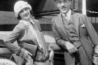 Greta Garbo och Mauritz Stiller ombord på M/S Drottningholm på väg mot USA den 6 juli 1925.