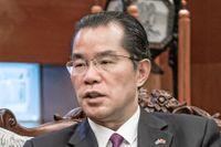 Kinas ambassadör Gui Congyou till höger.
