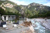 Resterna av begravningsplatsen i byn Saint-Dalmas-de-Tende i sydöstra Frankrike sedan den härjats av floden Roya.