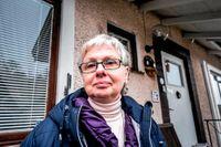 """""""De flesta äldre i mitt kvarter har sålt villan och flyttat, men för mig blir det ingen bra kalkyl"""", säger Marie-Louise Gudmundsson."""
