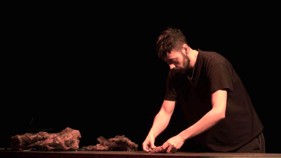 """Arkadi Zaides semidokumentära verk """"Necropolis"""" bygger på data om migranter som dött när de försökt ta sig till Europa."""