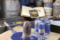 Framställning av blått visas på måleriyrkets museum i Stockholm.
