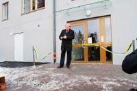 I januari 2015 invigde försvarsminister Peter Hultqvist MHS-Bostäders nya lägenheter i Kungsängen, avsedda för yrkesanställda soldater, efter önskemål från stiftelsens ordförande Claes Tornberg, enligt ett mail till en tjänsteman på försvarsdepartementet som SvD har tillgång till. Två veckor tidigare flyttade Hultqvist in i en av stiftelsens lägenheter på Östermalm.