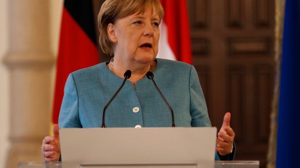 Pressen är hård på Tysklands förbundskansler Angela Merkel.