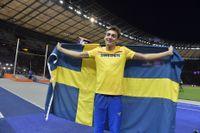 Armand Duplantis firar sitt EM-guld i Berlin efter ett hopp på 6,05.