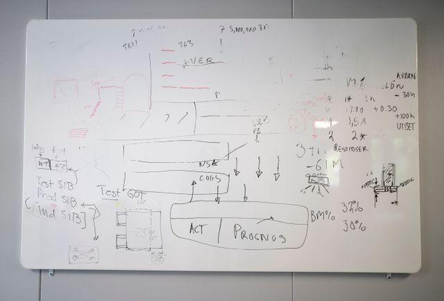 Principen bakom idén är enkel: Rökgaserna från stålverkets masugnar leds till en stirlingmotor där värmen omvandlas till elektricitet, som i sin tur kan ersätta en del av den el som driver masugnen.