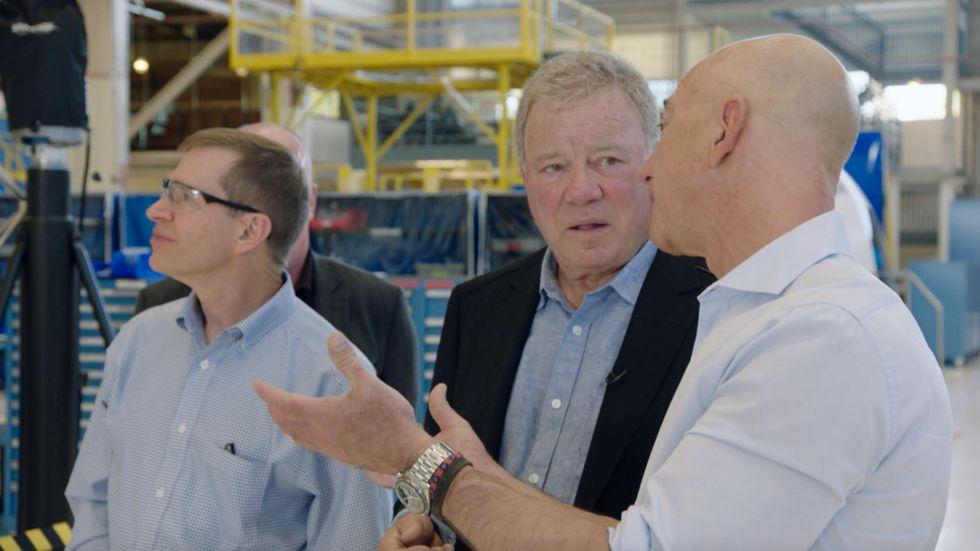 Star Trek-skådisen William Shatner i samspråk med Jeff Bezos inför den förestående rymdresan.