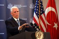 USA:s vicepresident meddelade beskedet på en pressträff.