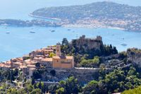 Bergsbyn Èze erbjuder en magnifik utsikt över både land och hav.