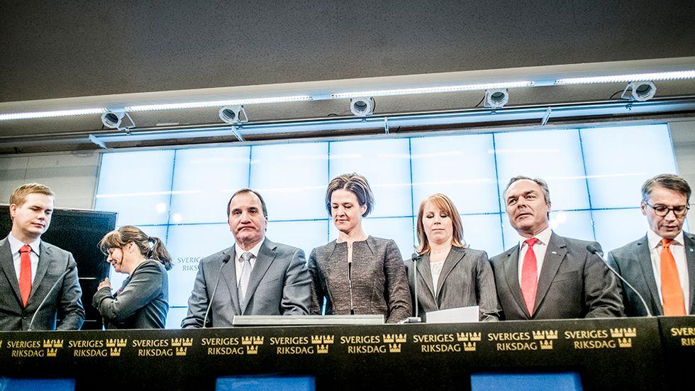 Efter ett mycket dramatiskt supervalår med både EU-val, riksdagsval och risk för nyval kom beskedet lördagen den 27 december att alliansen och regeringen nått fram till decemberuppgörelsen. Denna innebär att Sverige ska kunna styras av minoritetsregeringar utan att behöva ge Sverigedemokraterna inflytande, och Löfven avlyste nyvalet. Gustav Fridolin, MP,  Åsa Romson, MP, Stefan Löfven, S, Anna Kinberg Batra, M, Annie Lööf, C, Jan Björklund, FP, och Göran Hägglund, KD vid presskonferensen i riksdagen.