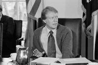 Jimmy Carters folkliga framtoning, bland annat illustrerad med hjälp av hans stickade kofta, väckte irritation hos bland andra senatorn Ted Kennedy. Här är några dramatiska ögonblick.