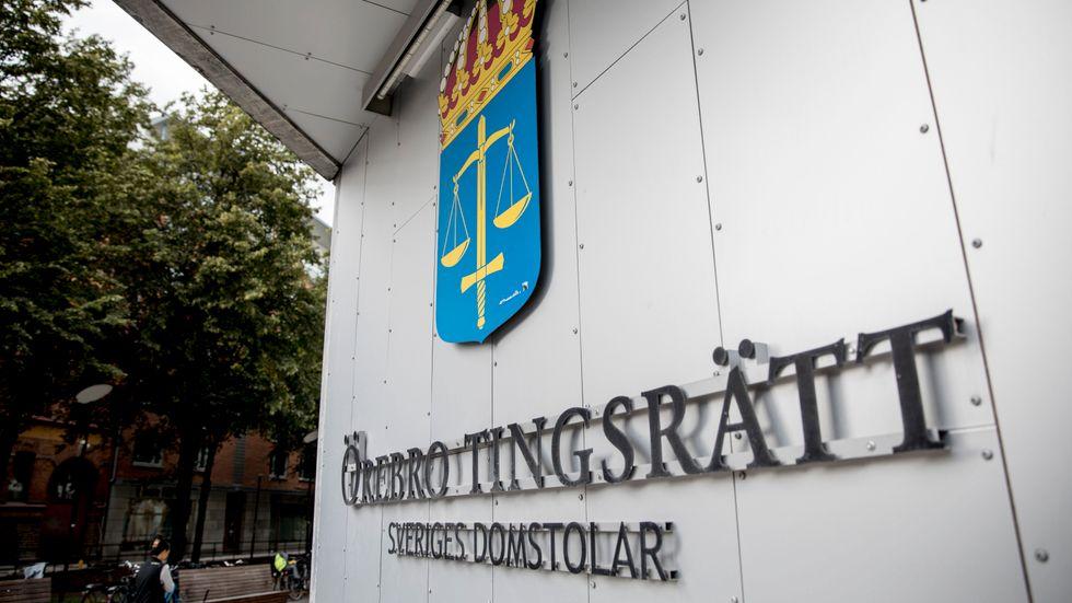 Mannen som kallas gryningspyromanen har häktats misstänkt för att ha hotat en tjänsteman i Örebro. Arkivbild.