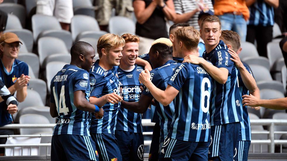 Djurgårdens spelare firar efter 1–0-målet.