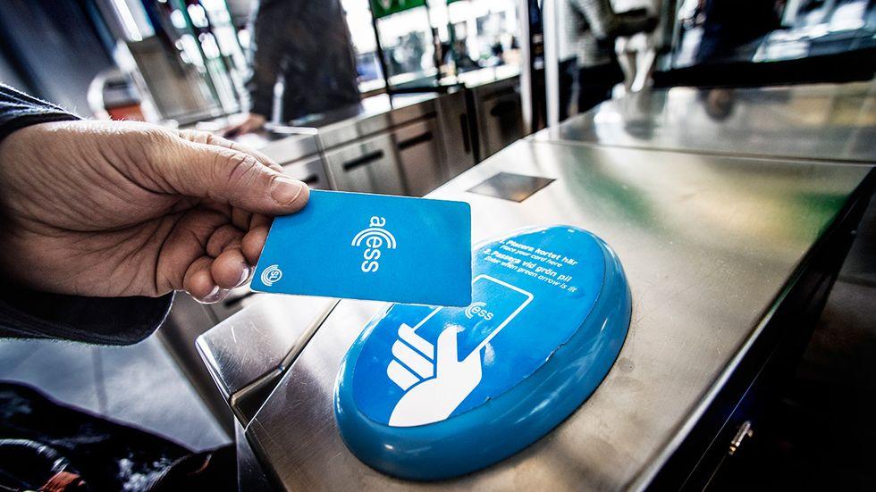 """En """"parlamentarisk biljettutredning"""" ska leda till ett förenklat biljettsystem för kollektivtrafiken i Stockholm."""