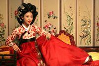 Koreanska skådespelaren Ha Ji-Won i rollen som en gisaeng, en gång den enda grupp kvinnor som kunde skriva.