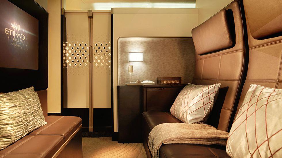The Residence är namnet på den elva kvadratmeter stora sviten på övre däck på Etihads nya A380:or. Här finns vardagsrum, sovrum för två och egen dusch. Och som om inte det var nog så har passagerarna tillgång till egen butler.