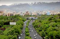 Teheran med 15 miljoner invånare sjuder av aktivitet. Nya it-företag växer fram sida vid sida med den traditionella basaren, skriver författarna.