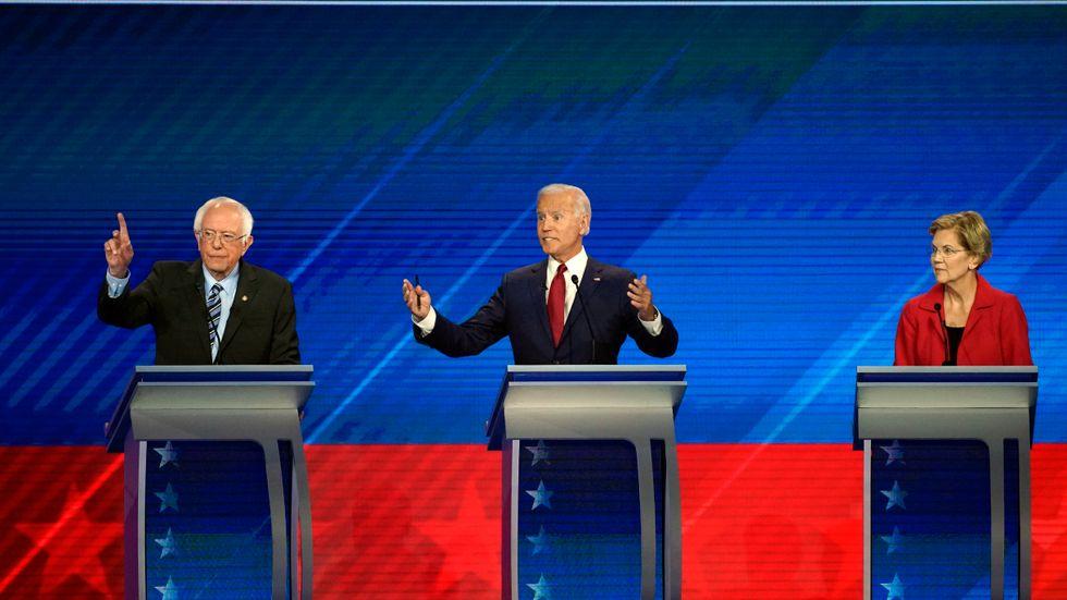 De tre topprankade demokraterna just nu, Bernie Sanders, Joe Biden och Elizabeth Warren i Houston natten till fredag.