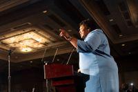 Demokraternas guvernörskandidat i Georgia, Stacey Abrams, kan komma att bli den första afroamerikanska kvinna på posten i USA:s historia. Men än är resultatet oklart.