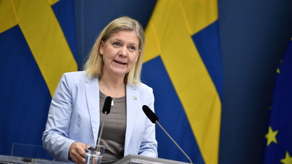 Finansminister Magdalena Andersson (S) presenterar finansdepartementets senaste prognos för den makroekonomiska utvecklingen och de offentliga finanserna under en pressträff i Rosenbad.