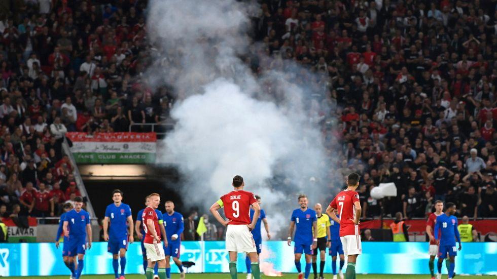 Ungern straffas med ett VM-kval inför tomma läktare plus dryga böter för rasismskandalen under kvalet mot England nyligen. Arkivbild.