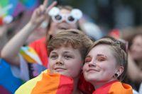 Stolta deltagare i 2019 års prideparad i Warszawa, Polen. Landet får nu kritik för hur man behandlar hbtq-personer. Arkivbild.