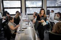 Det är studenterna själva som bestämmer på programmeringsskolan. Efter en postning på intranät har Rosanna Miralles fått straffarbete med att putsa skärmar.