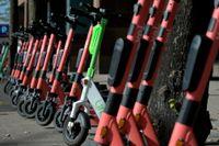 M, SD, C och V kräver att regeringen agerar för att få ordning på elsparkcyklarna i flera av landets städer. Arkivbild.