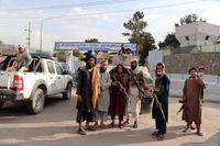 Talibaner utanför flygplatsen i Kabul. Bild från slutet av augusti.