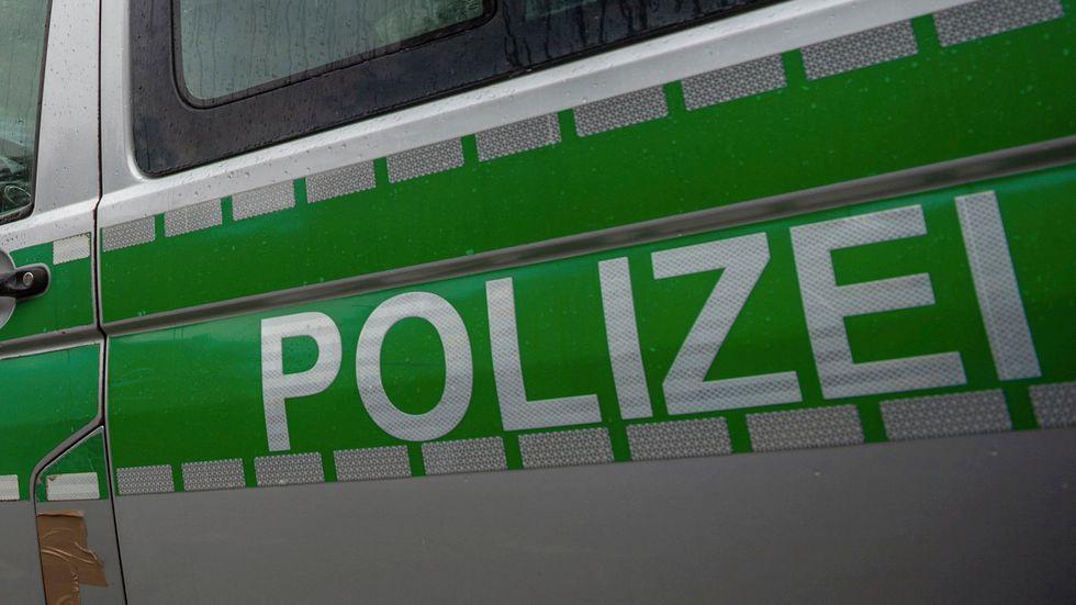 Tre personer har frihetsberövats i Tyskland, misstänkta för att ha planerat ett dåd för IS.