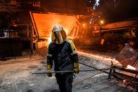 En arbetare på SSAB:s stålverk i Oxelösund. Genrebild.