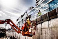 Bygget av Nya Karolinska sjukhuset i Solna blir dyrare än vad landstinget hävdat – prislappen kommer 2040 att ha landat på minst 61,4 miljarder kronor.