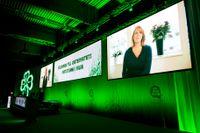 Föräldralediga partiledaren Annie Lööf talade på stämman via länk i fredags.