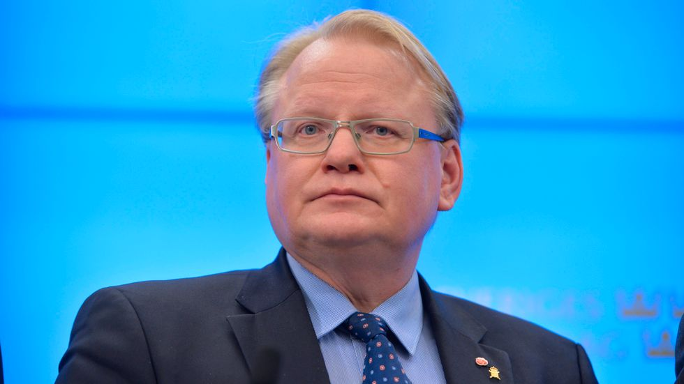 Försvarsminister Peter Hultqvist (S) ville på fredagen inte prata om hur det finsk-svenska försvarssamarbetet kan utvecklas efter regeringsskiftet i Finland.