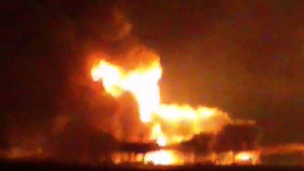 En tidigare brand på en oljeplattform utanför Campeche i Mexikanska gulfen. Arkivbild (från en video).