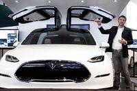 Trög start för Teslas nya superbil