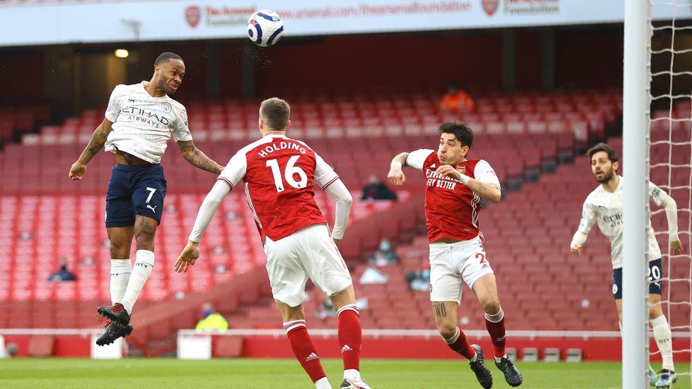 Tomma läktare mellan Arsenal och Manchester City i söndags. Framme i maj kan ett begränsat antal åskådare börja släppas in på engelska fotbollsarenor.