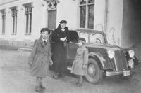 """""""Min mormor, min bror till vänster och jag"""" skriver Gustaf Otto Douglas, som skickat in veckans läsarbild."""