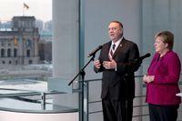 USA:s utrikesminister Mike Pompeo, på besök hos förbundskansler Angela Merkel, varnar för att försvarsalliansen Nato kan bli omodern.