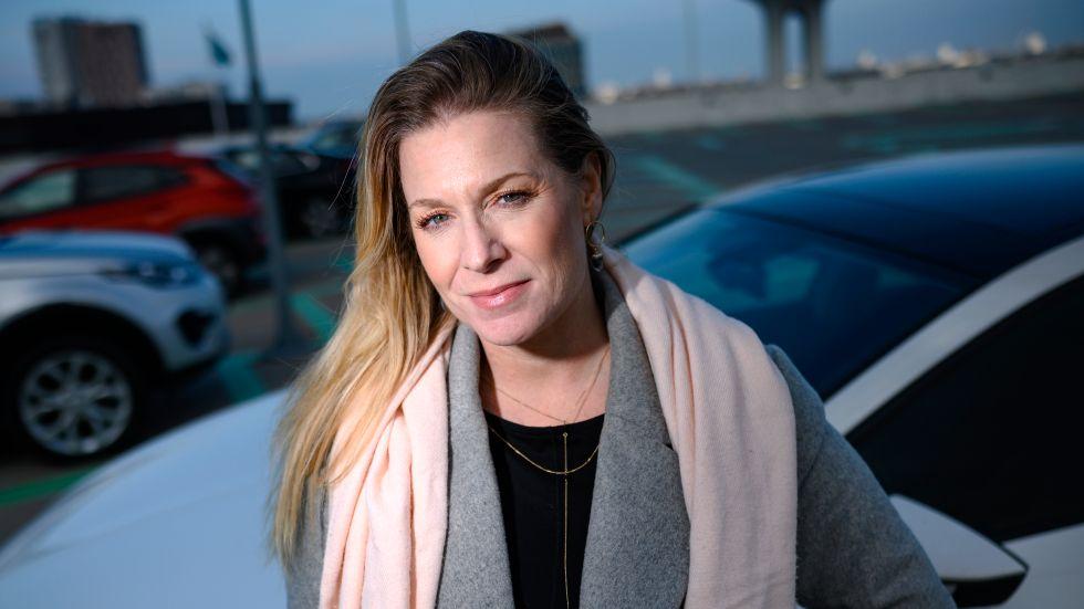 """Sharon Lavie och hennes make fick en räkning på 18000 kronor när de lämnade tillbaka en leasingbil. """"Fälgarna hade en skada efter ett däckbyte och det fanns några repor. Men det var inget stort"""", säger hon."""