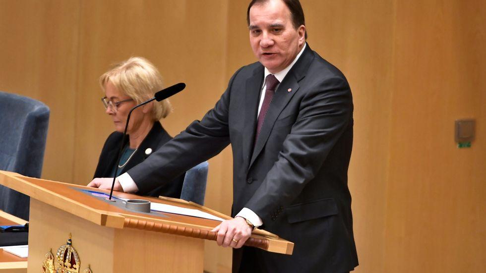 Statsminister Stefan Löfven (S) inleder partiledardebatten i riksdagen.