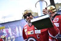 Frölundas Joel Lundqvist hyllas på scen vid Götaplatsen efter SM-segern i ishockey. Arkivbild.