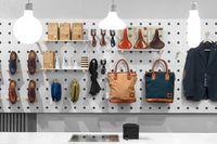Form Us With Love gör även hela inredningar, som till herrbutiken Haberdash på Upplandsgatan 50 i Stockholm. Resultatet är en ljus butiksinredning där produkter visas på samma sätt som när man hänger upp verktyg i en verktygsbod.